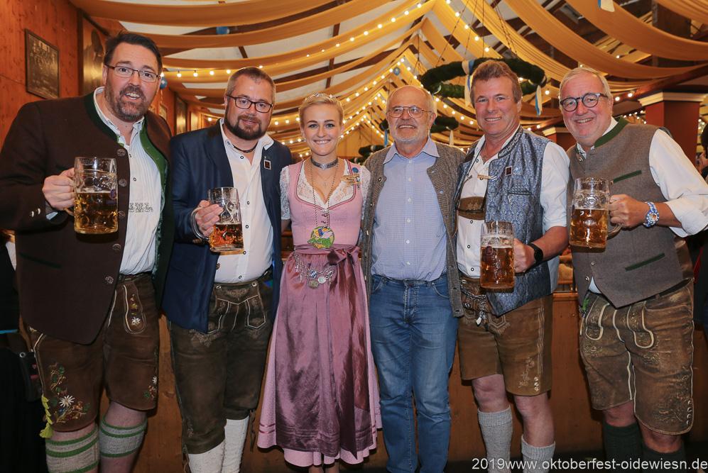 Jubiläum: 70 Jahre Damische Ritter im Löwenbräuzelt