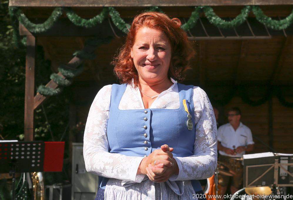 Luise Kinseher bekommt den Bierorden der Damischen Ritter