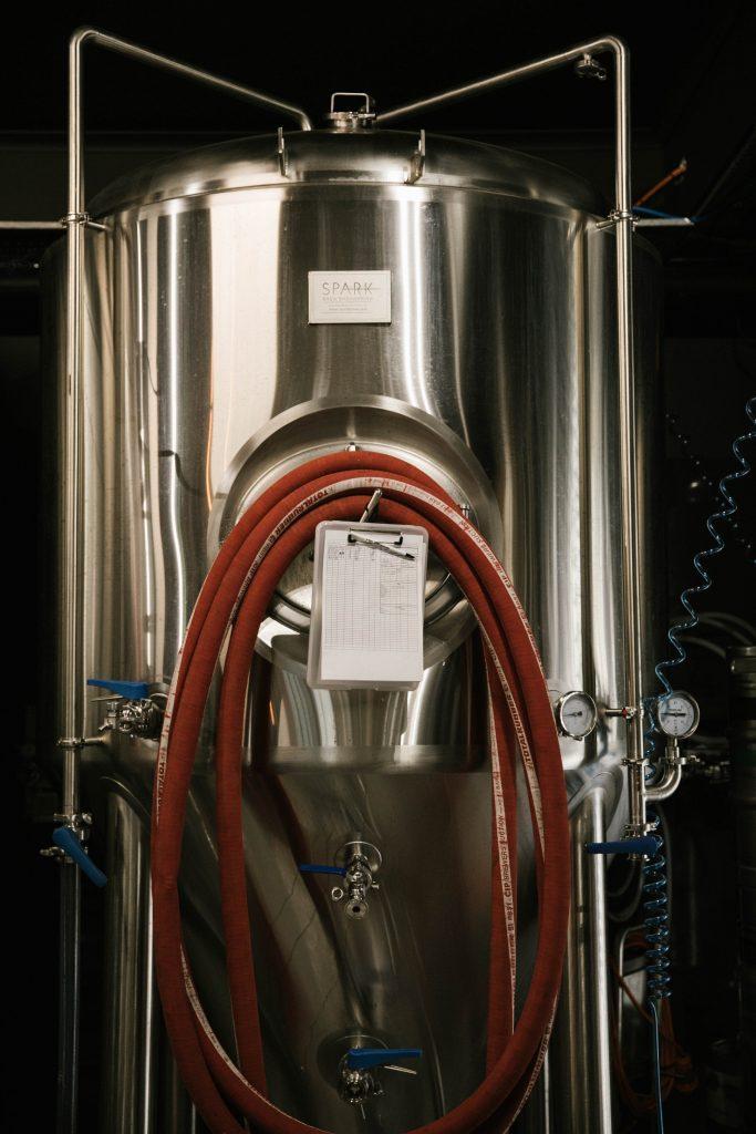 En relativt liten fermenteringstank i et bryggeri. Brukes til å gjære ølet.