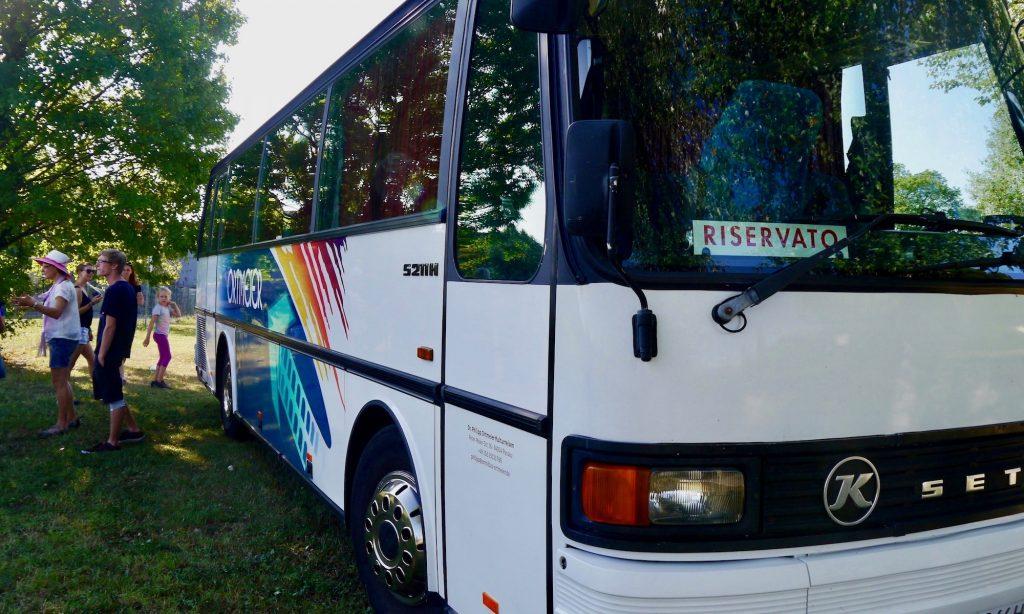 Bus von Omnibus Ortmeier unterwegs