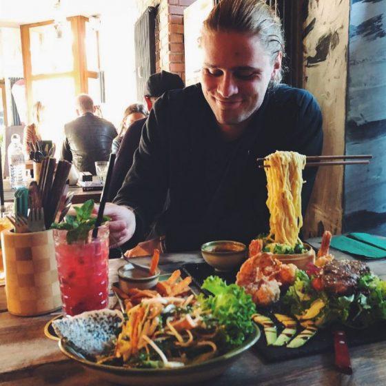 Anjoy Restaurant Berlin Flying Noodles