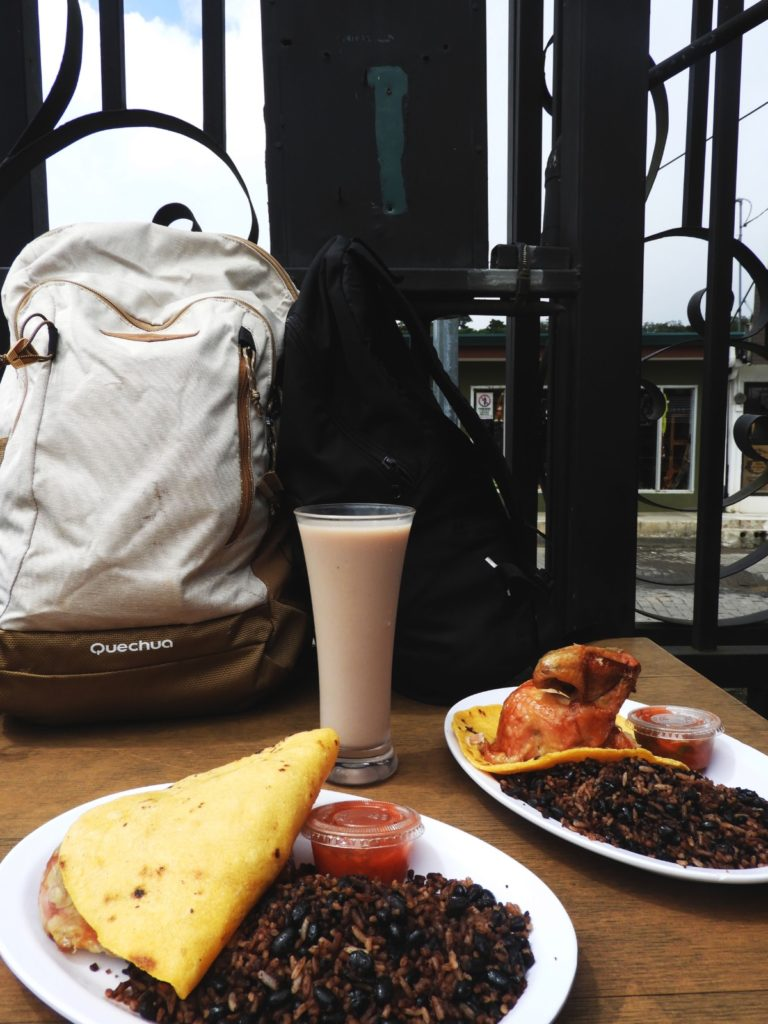 One Second- Costa Rica- Santa Elena-Raulito_s Pollo Asado-Pause déjeuner-plat traditionel
