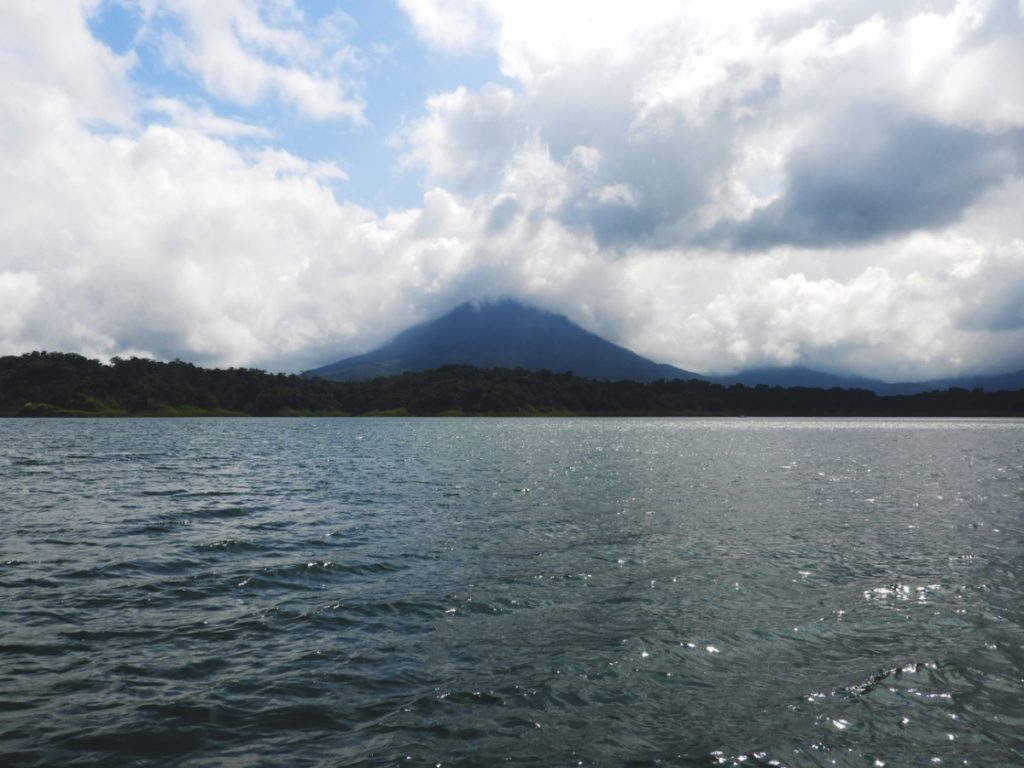 One Second-Costa Rica-Volcan Arenal-Lac Arenal