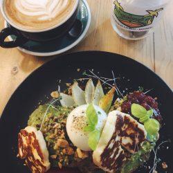 Le Melbourne Café. Tartines d'avocat et halloumi.