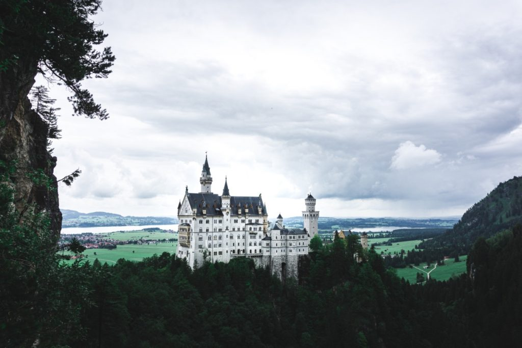 Our 7-days road trip in southern Germany - Famous view on the Neuschwanstein castle from Queen's Mary bridge.