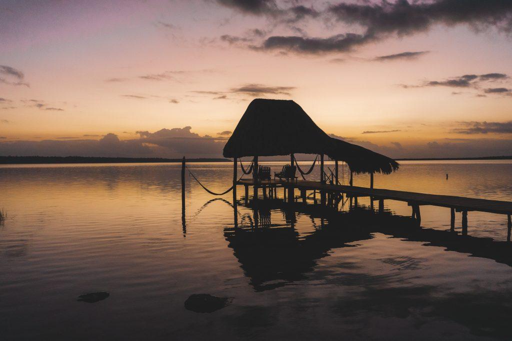 Lever du soleil sur la lagune de Bacalar - Yucatán - Mexique