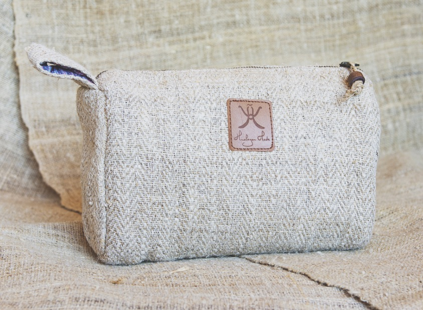 Coolest sustainable gifts - One Second Journal - Himalayan Made - Ethical toiletries pouch