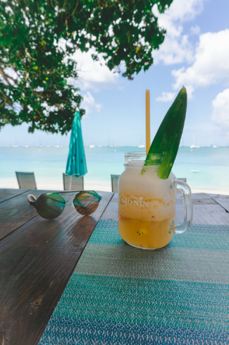 Cocktail at Bao Beach in Sainte Anne - One Second Journal