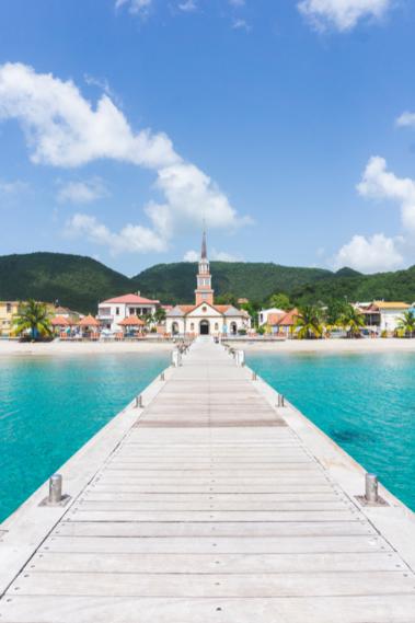 Ponton et église - Anses d'Arlet - Les plus beaux endroits à voir en Martinique