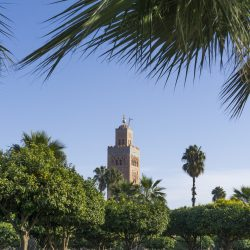 Le minaret de la mosquée Koutoubia à Marrakech - les incontournables lors d'un séjour à Marrakech