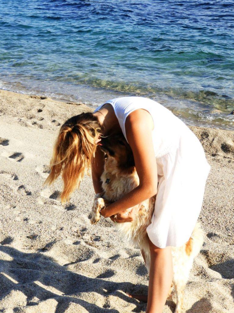 olmetto-beach-corsica-dog