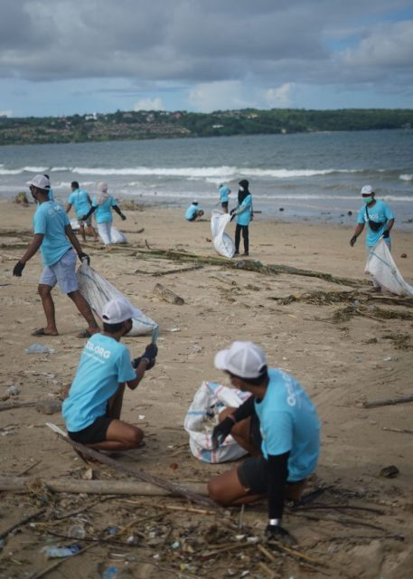 beach-cleanup-plastic-pollution