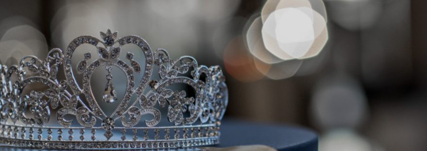 Silver crown with diamonds