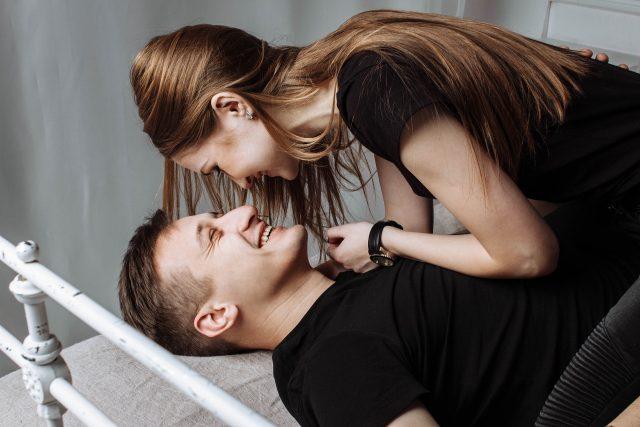 Flirten met je partner voor een spannende relatie: 10 tips