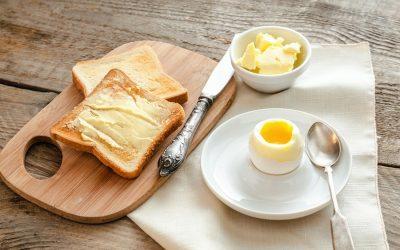 Más grasa y menos carbohidratos para estar más sanos y delgados