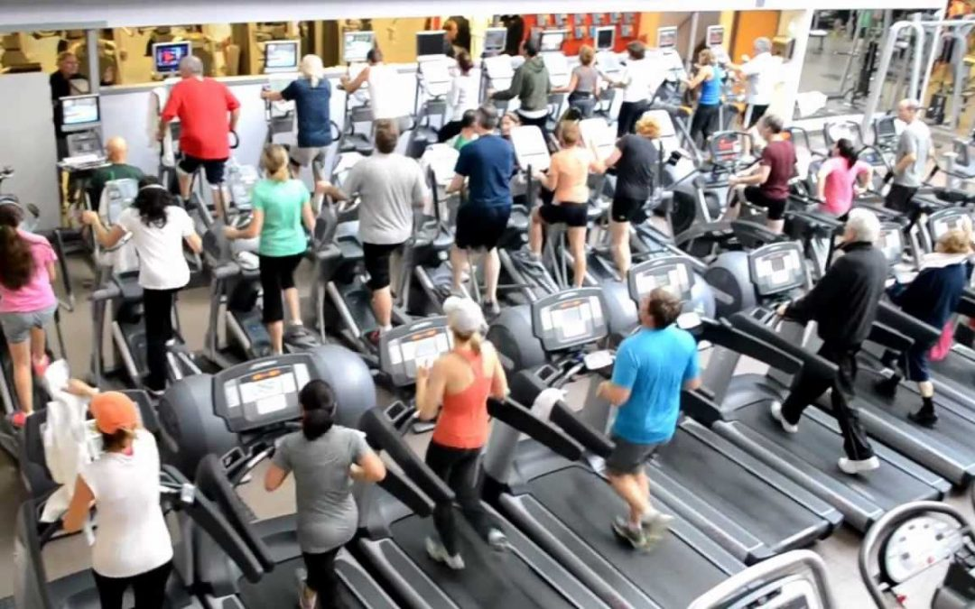 Cómo entrenar cuando está lleno el gimnasio