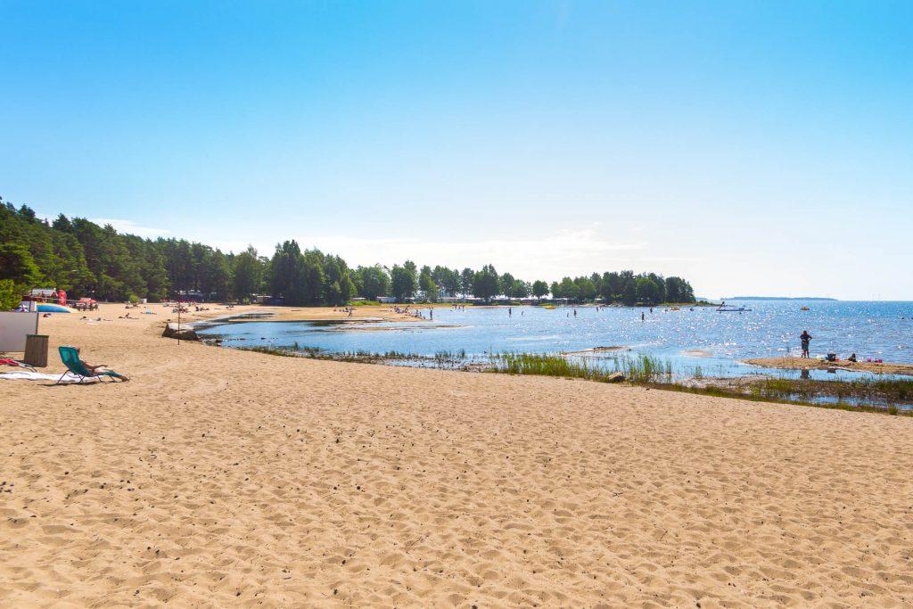 Den nydelige stranden Bomstadbaden i Värmland