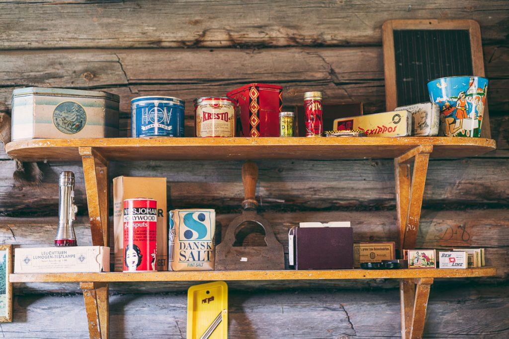 Gamle ting som er typisk å finne på en loppis i Sverige