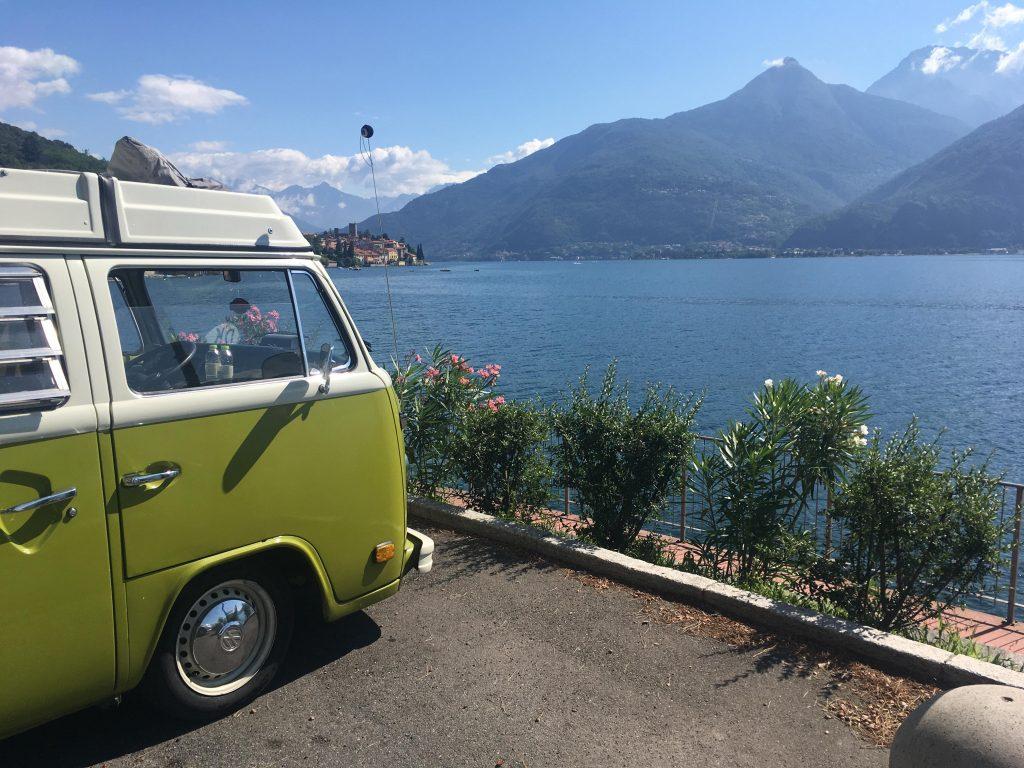 VW-bus 1: Udsigten ud over Comosøen fra Signe og Mikes tur til Italien sammen. Privatfoto