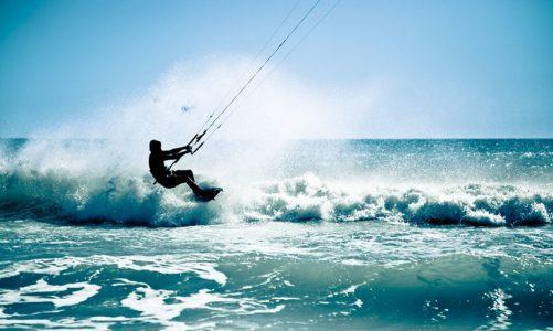 Introduktion til kitesurfing: En vild dag på vandet – 699 kroner