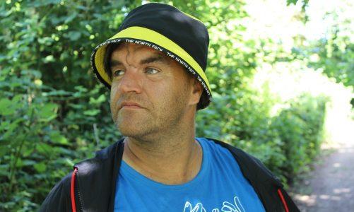 Podcast: Nicolai har tourette – går baglæns gennem Danmark