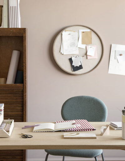 01-skrivebord-hjemmekontor-krea-sostrenegrene-styling-miljoebillede-annaoverholdt