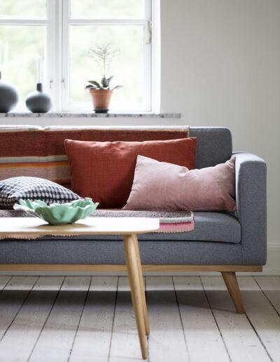 03-sofa-puder-braendtefarver--studie-fotostudie-fotoafstudie-annaoverholdt
