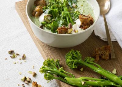 07-suppe-broccoli-broedtern-toppingsuppe--spisbedre-madfoto-foodstyling-anna overholdt