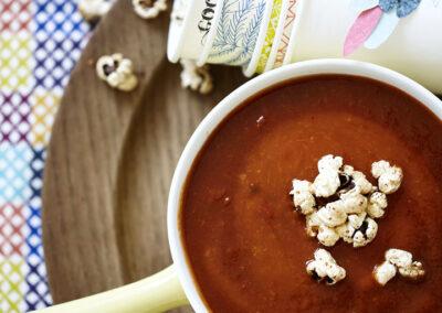 13-Opskrift-tomatsuppe-popcorn-foodstyling-madfoto-madbilleder-annaoverholdt
