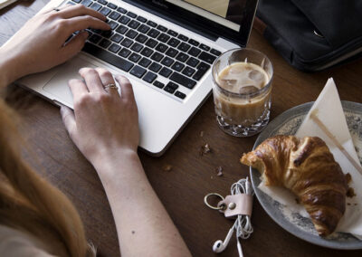15-iskaffe-hjemmekontor-noeglering-kabelholder-kreafunk-annaoverholdt