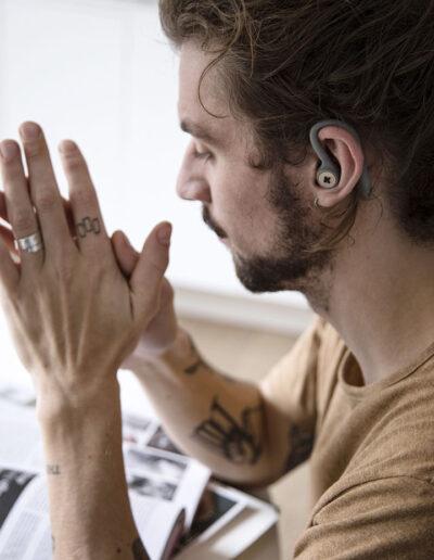 18-modelskud-tatovering-in-ear-hoeretelefoner-imagebillede-kreafunk-annaoverholdt
