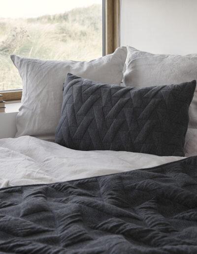 18-sengetoej-puder-architectmade-locationbilleder-interioer-designfoto-annaoverholdt