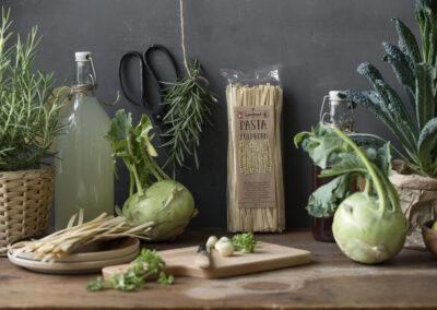 19-Pasta-fuldkorn-landkoekken-groentsager-foodstyling-madfoto-landmad-annaoverholdt
