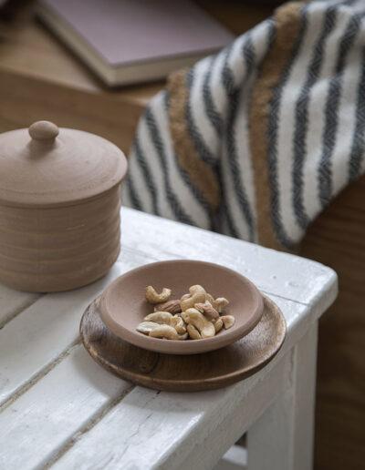 26-keramik-hygge-sommerhusstemning-miljoefoto-sostrenegrene-annaoverholdt