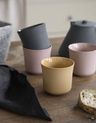 27-keramikkopper-koekkenbord-interioerfoto-sostrenegrene-annaoverholdt
