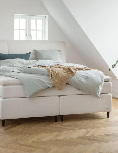 28-seng-sengetoej-sovevaerlse-location-sengetid-moebelfotograf-annaoverholdt