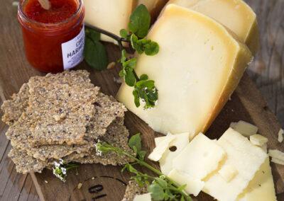 34-ost-knaekbroed-madfoto-foodstyling-olesgaard-annaoverholdt