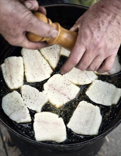 41-grillmad-fisk-madfotografering-outdoorkitchen-fotograf-annaoverholdt