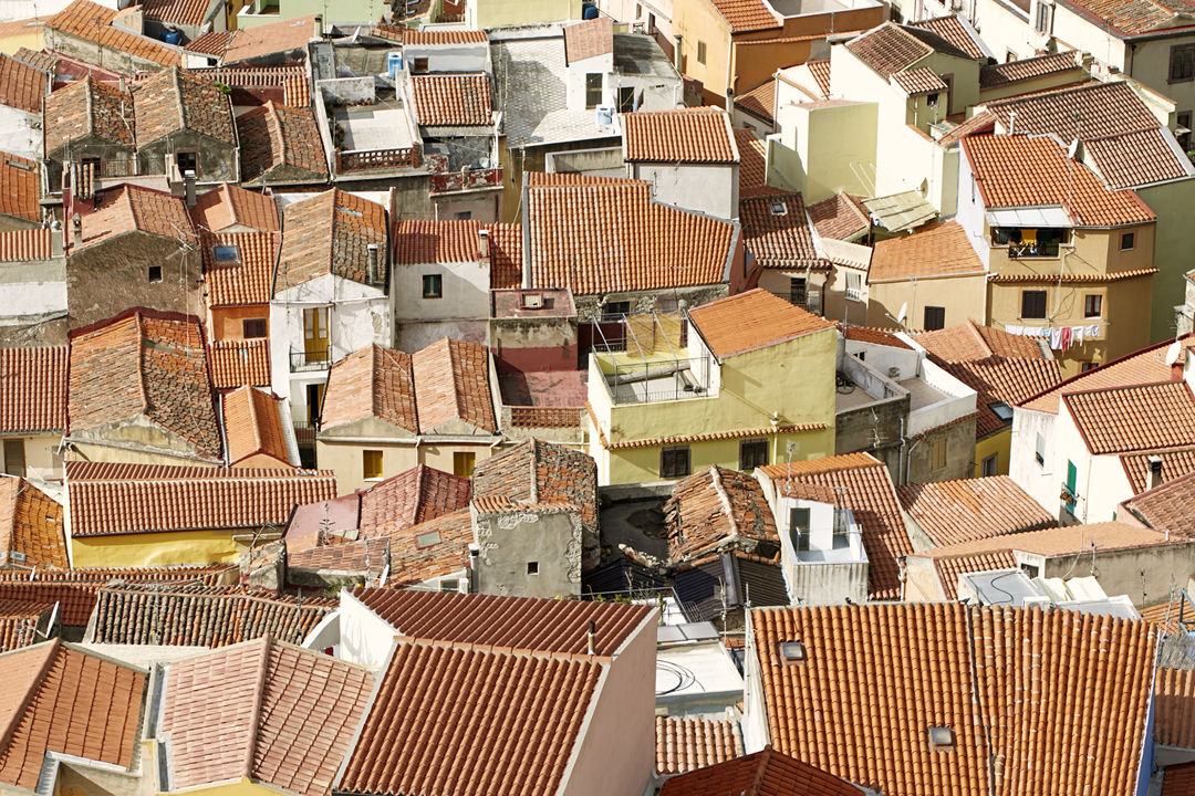 Feriebilleder endte som udsmykning på væggene - Bosa, Sicilien - Reklamefotograf Anna Overholdt