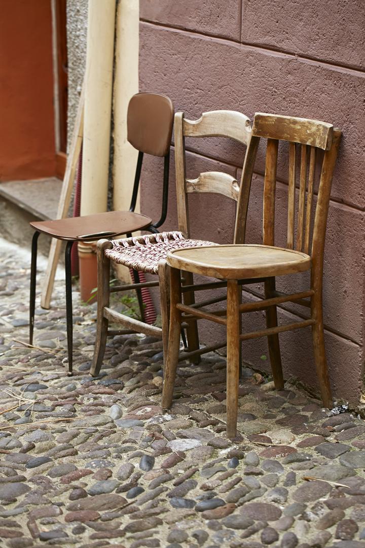 by-bosa-sardinien-stole-traestole-bosa-sardinien-fotokunst-galleribillede-gallerivaeg-annaoverholdt