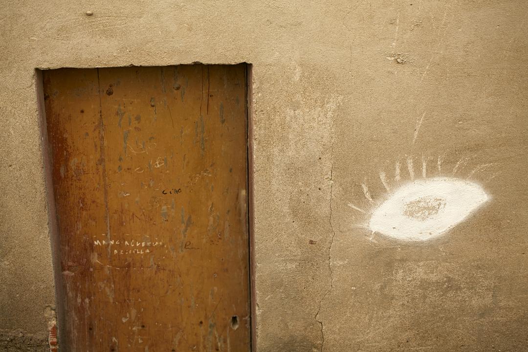 Feriebilleder endte som udsmykning på væggene - Reklamefotograf Anna Overholdt - Bosa, Sicilien