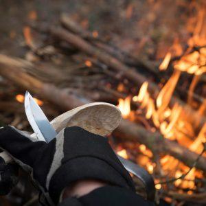 Täljkurs kring elden