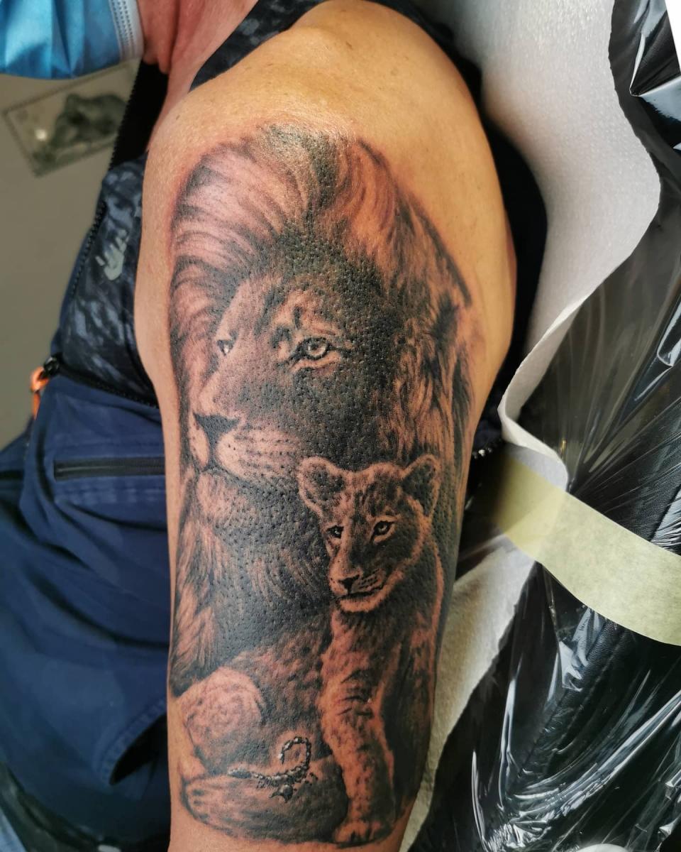 Löwen Tattoo - Löwe mit Löwenkind Tattoo - Noch nicht fertig