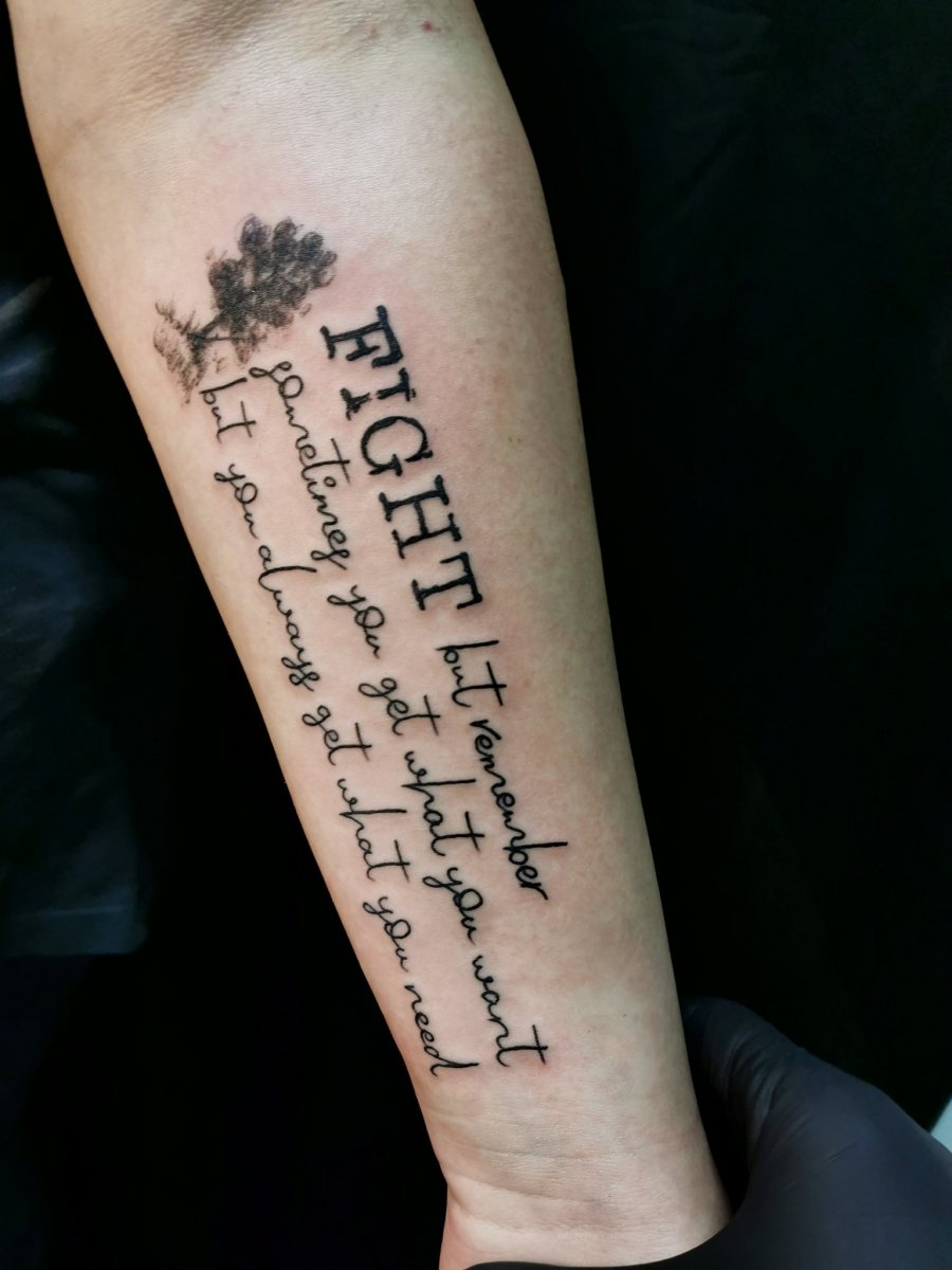 Text-Schrift-Tattoo-Fight-but