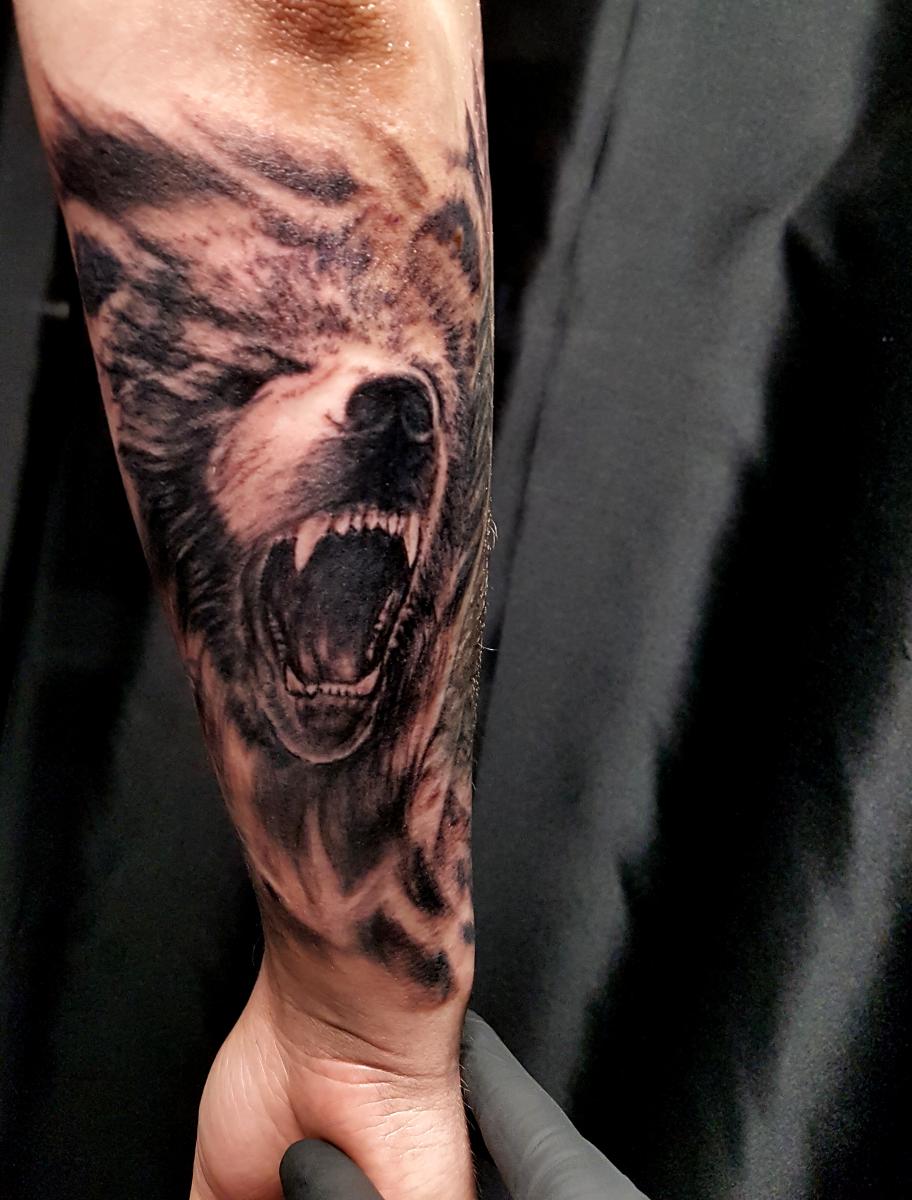 Brüllender Bär Tattoo