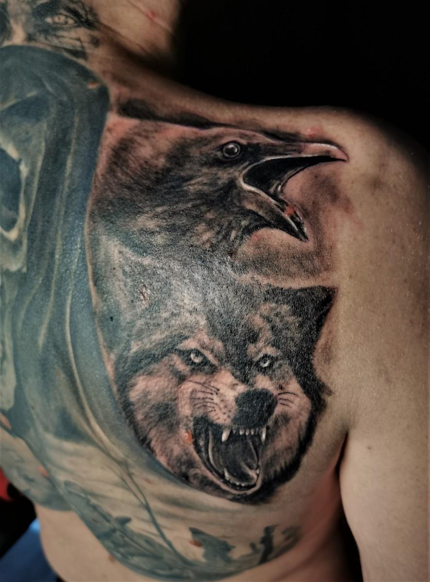 Wolf und Rabe Tattoo
