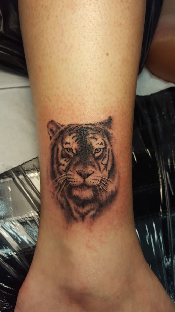 Kleiner Tiger auf dem Knöchel
