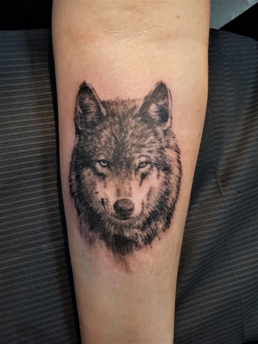 Kleines Wolfstattoo