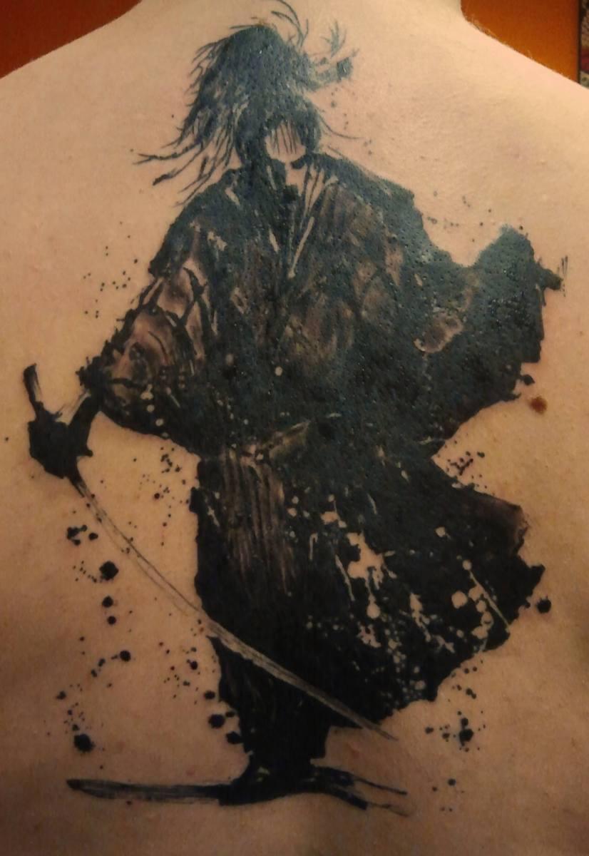 Grafisches Samurai Tattoo - graphic