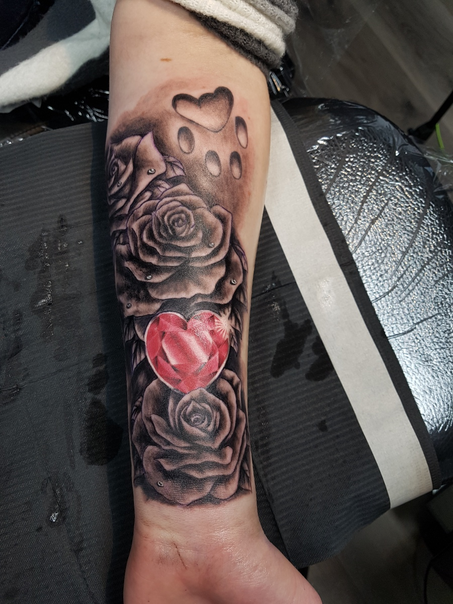 Rosen und Diamanten Tattoo